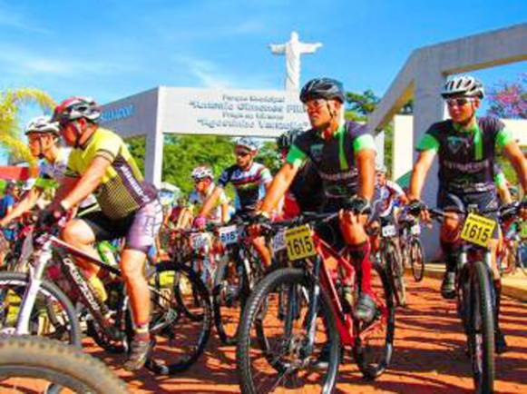 "350 ciclistas participam do ""Desafio do Sertão"""